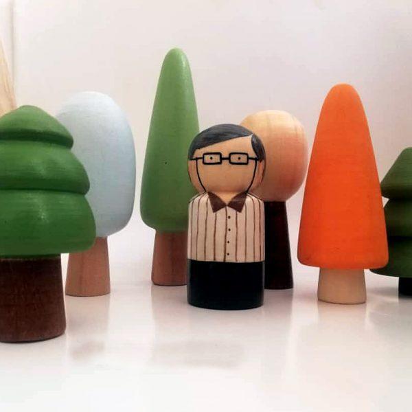آدمک چوبی پسرک عینکی