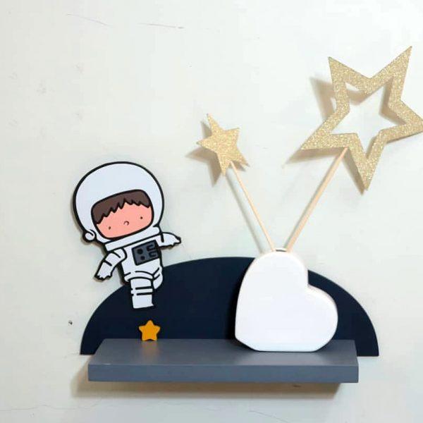 شلف چوبی دیواری کودکانه فضایی