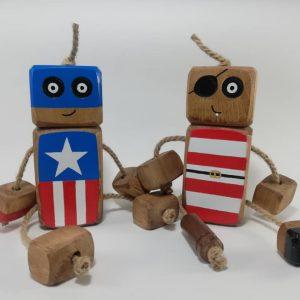 عروسک های چوبی و زمین بازی